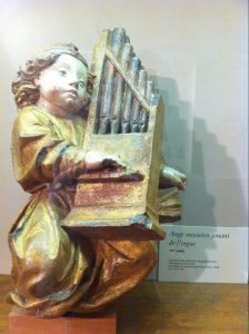 Angel-playing-organ[1]